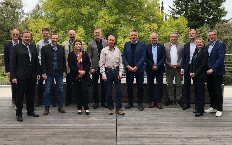 Die Mitglieder des Kuratorium um den Kuratoriumsvorsitzenden Olaft Müller (3.v.r.) Mitte Oktober 2021